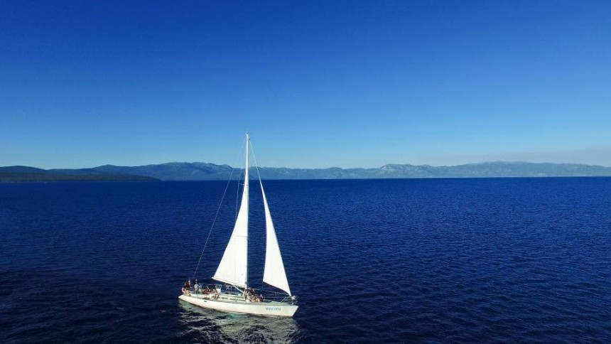 champagne-sailing-charter-lake-tahoe